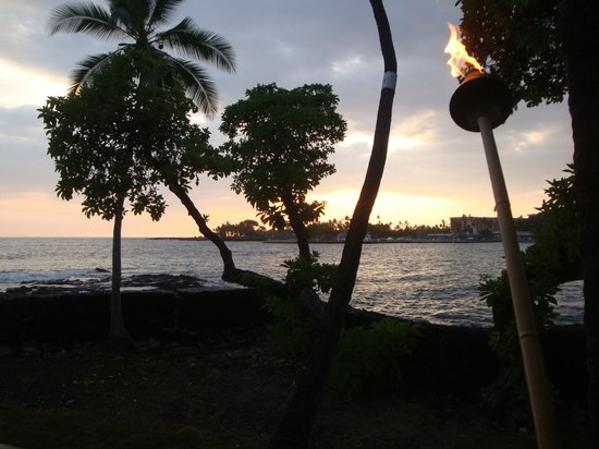 Kona Canoe Club: Sunset from our table
