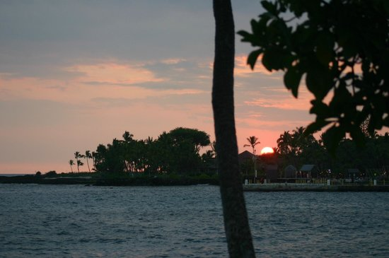 Kona Canoe Club: Sunset across Kona bay
