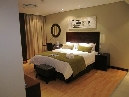 Protea Hotel by Marriott Transit O.R. Tambo Airport: Room