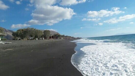 Perissa Black Sand Beach: Perrisa beach