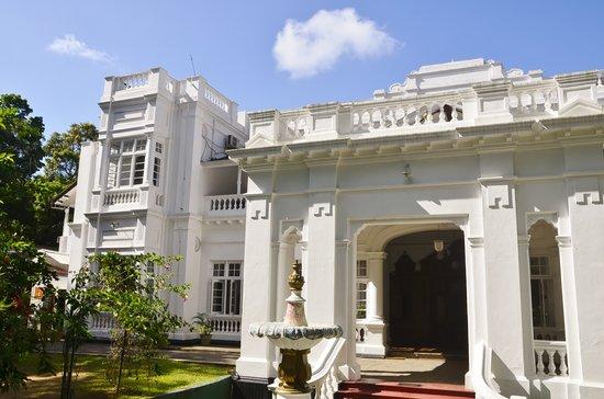 Aladeniya, Sri Lanka: Exterior