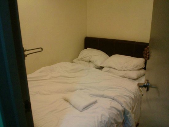 T-Hotel Johor Bahru: So tiny room! the door touches the bed when you open it