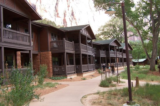 Zion Lodge : one of the smaller buildings for rooms