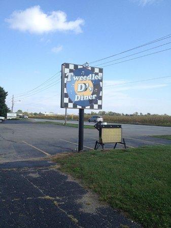 Tweedlee D's Diner: Sign