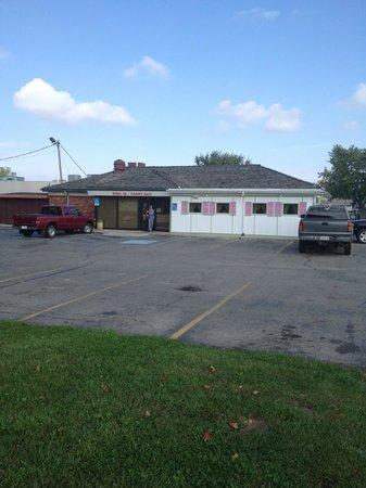 Tweedlee D's Diner: Building