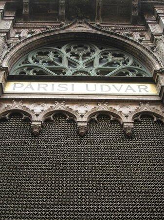 Parisi udvar: esterno