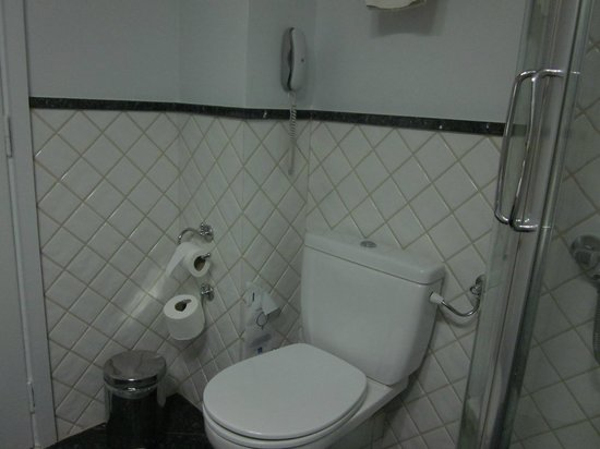 Best Western Ilisia Hotel: Bathroom was clean and working.