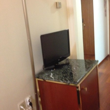 BEST WESTERN Ilisia Hotel: TV and fridge, plus full length mirror.