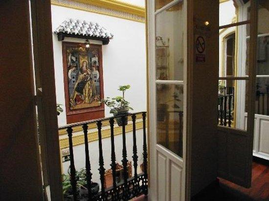 Hotel Abanico Sevilla: Par une fenêtre de l'étage