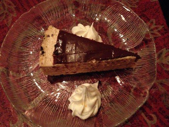 Tari's Premier Cafe and Inn: Peanut butter pie
