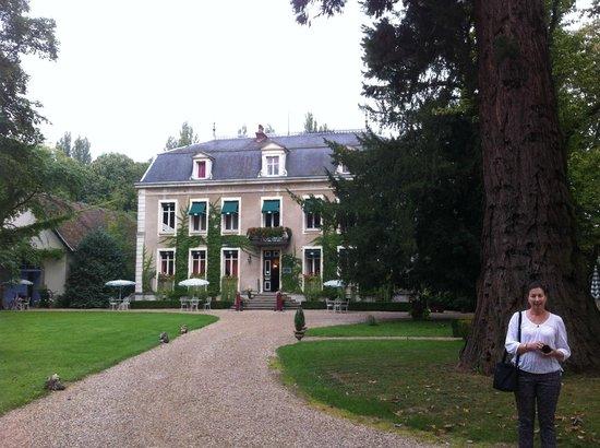 Chateau de Challanges: Front door