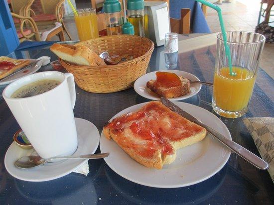 Mayflower Apartments : Greek breakfast