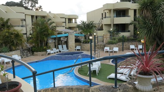 Silver Sands Resort: Outdoor pool and gardens