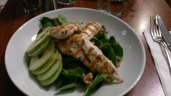 Bona Fides Cafe Restaurant: Grilled chicken apple salad