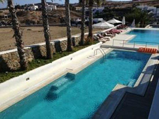 Kalafatis, Grecja: The poolside...