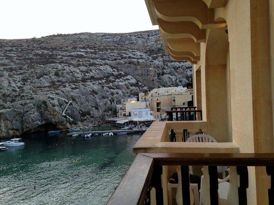 San Andrea Hotel: Côté droit de la chambre avec le reste des hôtels