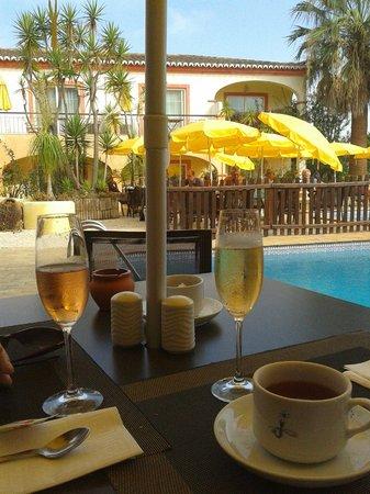 Costa D'oiro Ambiance Village: Śniadanie
