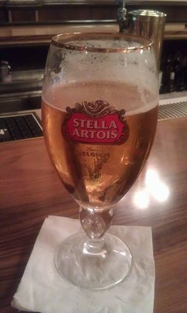 RJ's Cafe & Lounge: Stella always on tap!