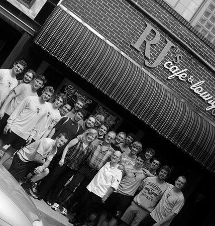 RJ's Cafe & Lounge: The Tomahawks visit RJ's