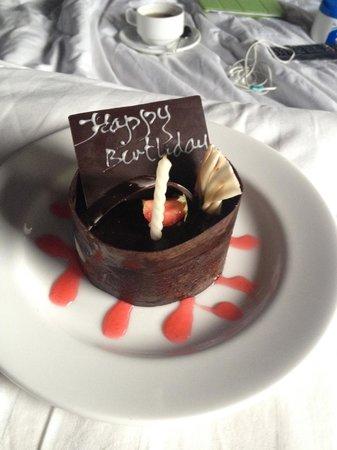 Nyuh Bali Villas: birthday cake from the staff :)