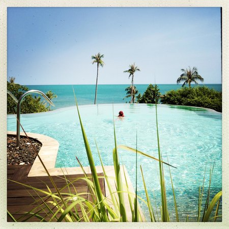 ShaSa Resort & Residences, Koh Samui: One of the pools that overlook the sea.