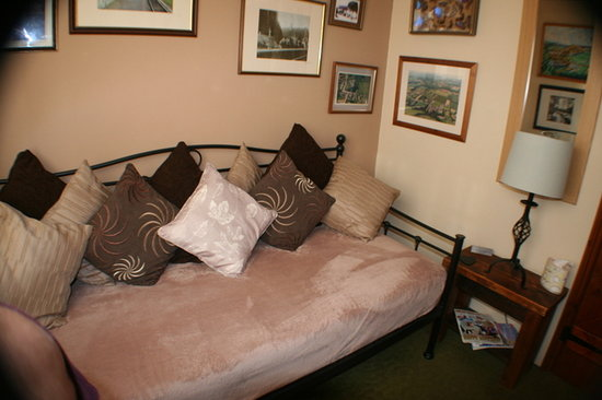 The Exe Valley Bed and Breakfast : The second bedroom or cosy sitting room