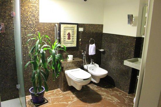 Il Convento dei Fiori di Seta: Second bathroom