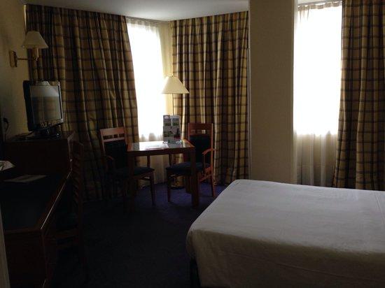 Holiday Inn Lisbon : Spacious and comfortable rooms