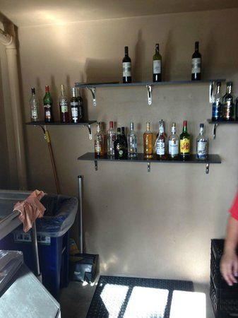 Club Med Sandpiper Bay: Infinity bar où le choix d boissons est loin d'être infini.