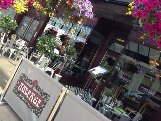 Auberge Brasserie: terrace on a sunny day