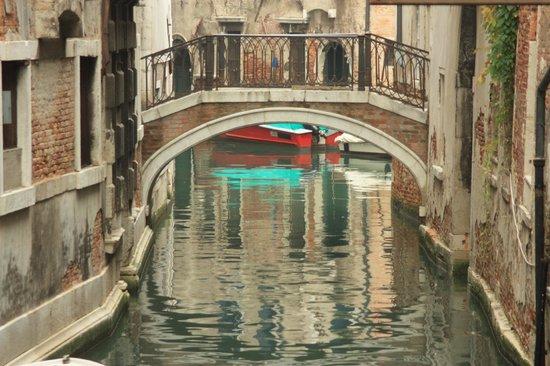 Hotel  Fontana: Venice backstreets