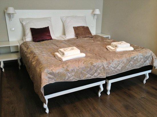 Aparthotel Leone: Room 203 - Bed