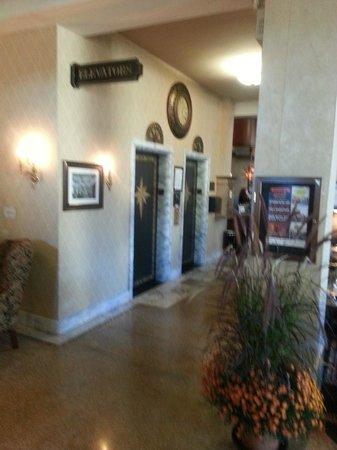 Historic Hotel Bethlehem: Lobby Elevators