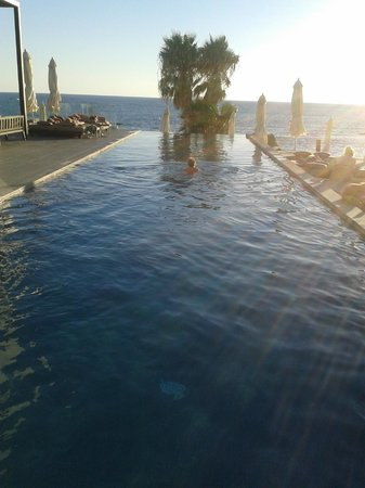 Almyra Hotel : Infinite pool