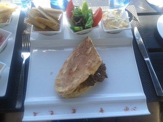 Almyra Hotel: Lunch at the front restaurant