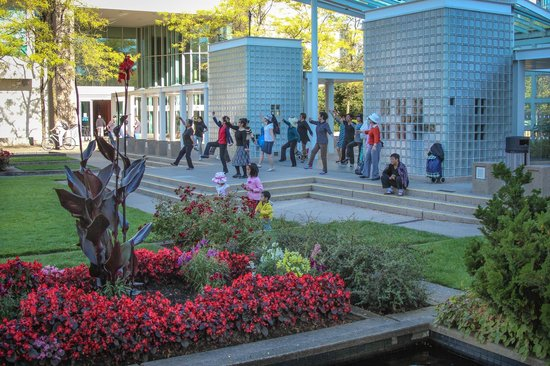 Hilton Vancouver Metrotown: Tai Chi in the park