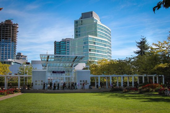 Hilton Vancouver Metrotown: The Hilton in the distance from the Park
