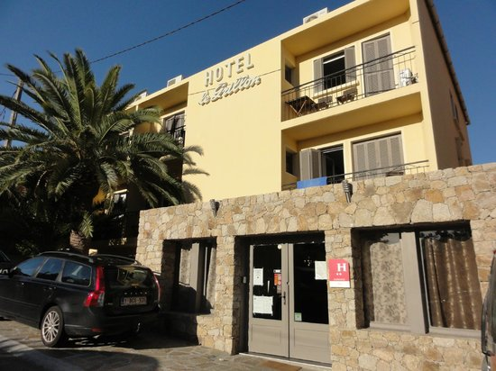 Hotel le Grillon : Façade de l'hôtel