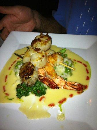 Cibo: Spiedini Di Gamberoni & Capusante  grilled shrimp, scallops, parmesan & sweet pea risotto, thyme