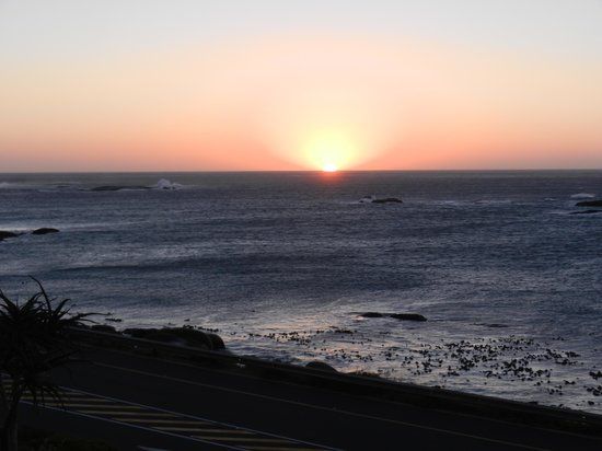 The Twelve Apostles Hotel and Spa: Sunset from The Twelve Apostles
