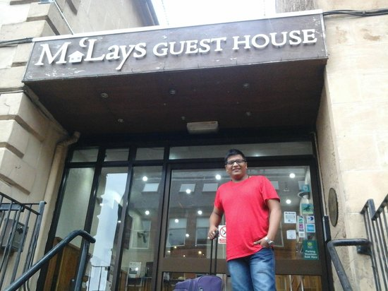 McLays Guest House: main entrance