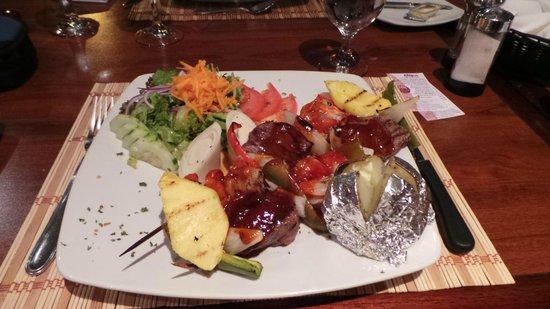 "Etnico Cafe Restaurante : ""Shrimp- en tenderloin skewers"""