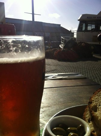 Kalimera : cold beer on a sunny day, Jaffa Port