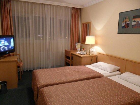 Danubius Hotel Arena: The room