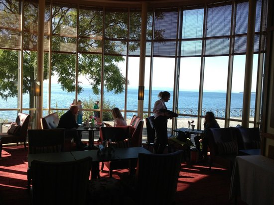 Beau-Rivage Hotel: View of Lake Neuchatel from the lounge