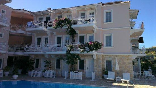 Club Capa Hotel : odaların görünümü,havuzdan