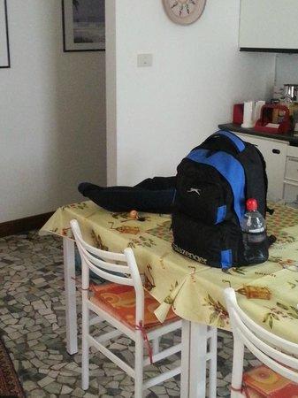 Bed&Breakfast Dai Nonni: Shared kitchen area