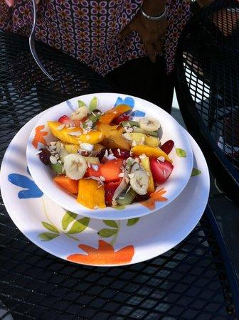 Las Vistas Cafe at Siete Mares Bay Inn: Best Fruit Plate I've ever tasted!