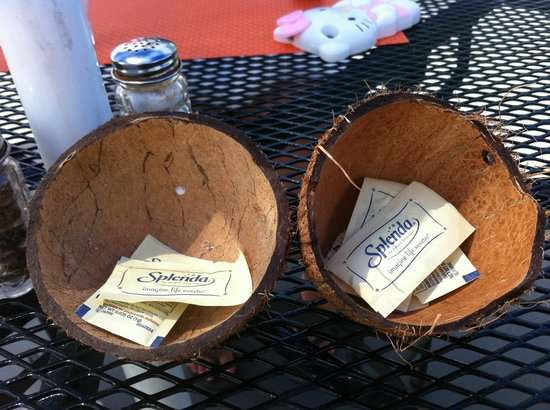 Las Vistas Cafe at Siete Mares Bay Inn: Thought this was so creative! Coconut sugar containers!