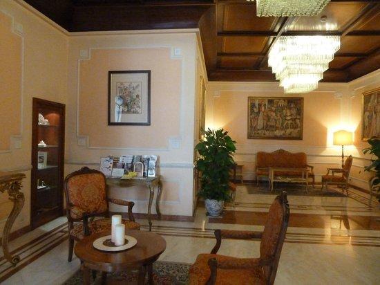 Pierre Hotel Florence: PARTE DEL HALL DEL HOTEL